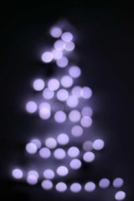 el sofa amarillo arbol de navidad con ramas (11)