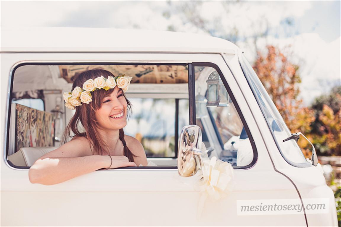 el sofa amarillo caravana antigua para boda (13)