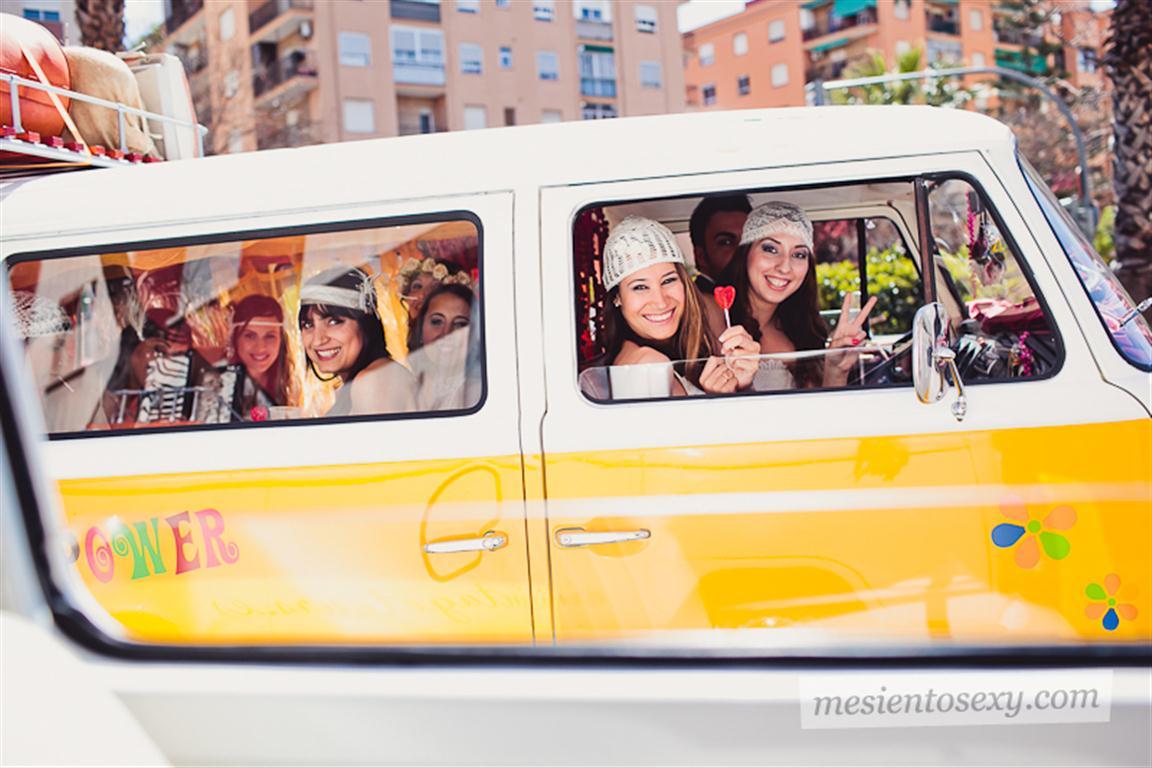 el sofa amarillo caravana antigua para boda (2)