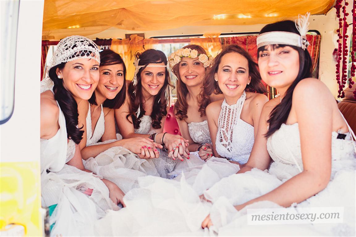 el sofa amarillo caravana antigua para boda (7)