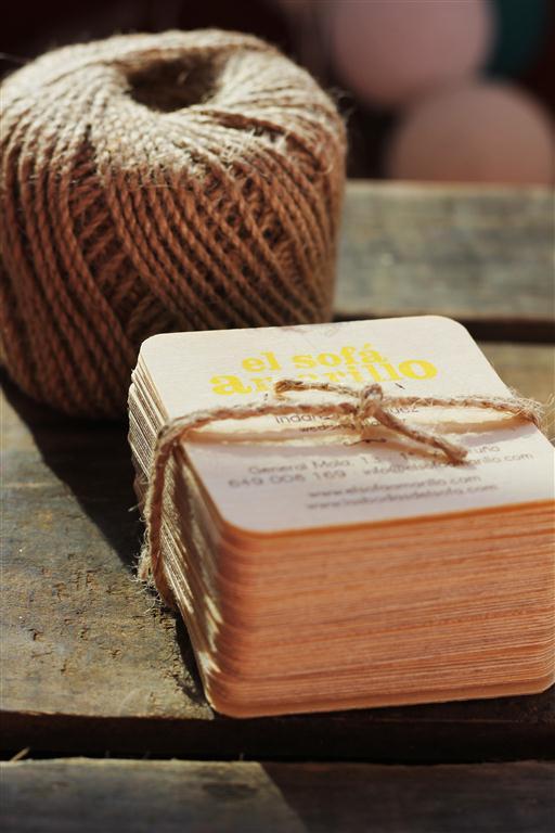el sofa amarillo tarjetas de madera (1)