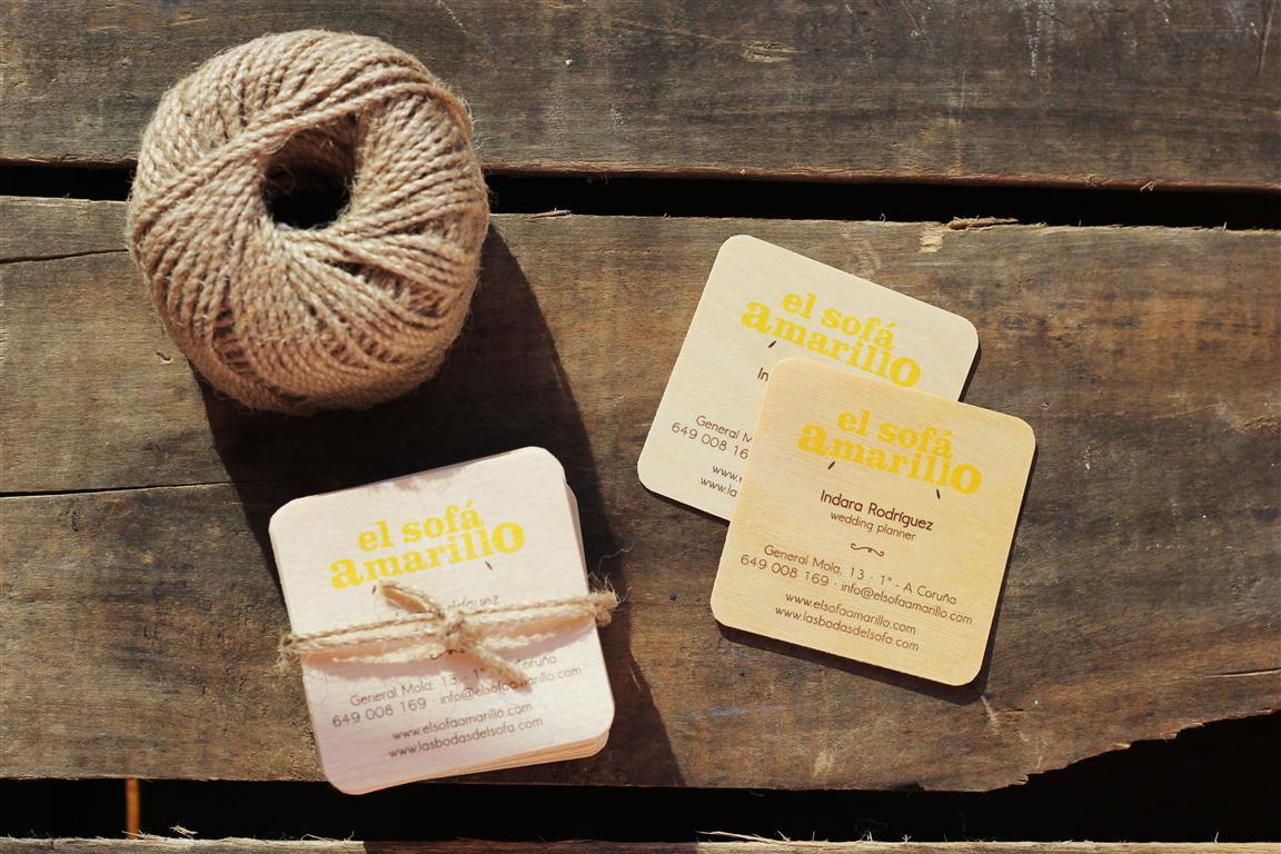 el sofa amarillo tarjetas de madera (2)