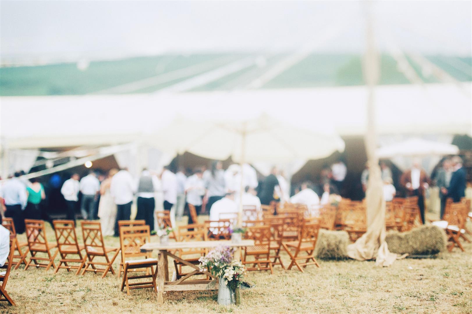 boda campestre con luces de verbena