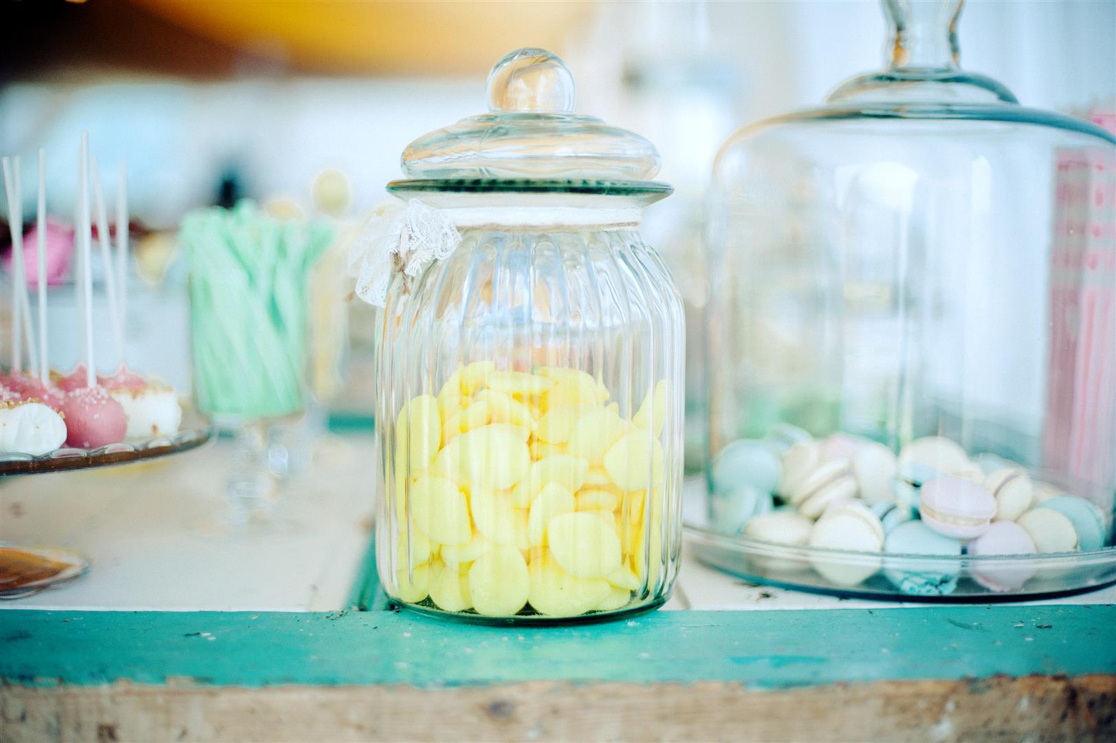 el sofa amarillo mesa de postres boda rustica (5)