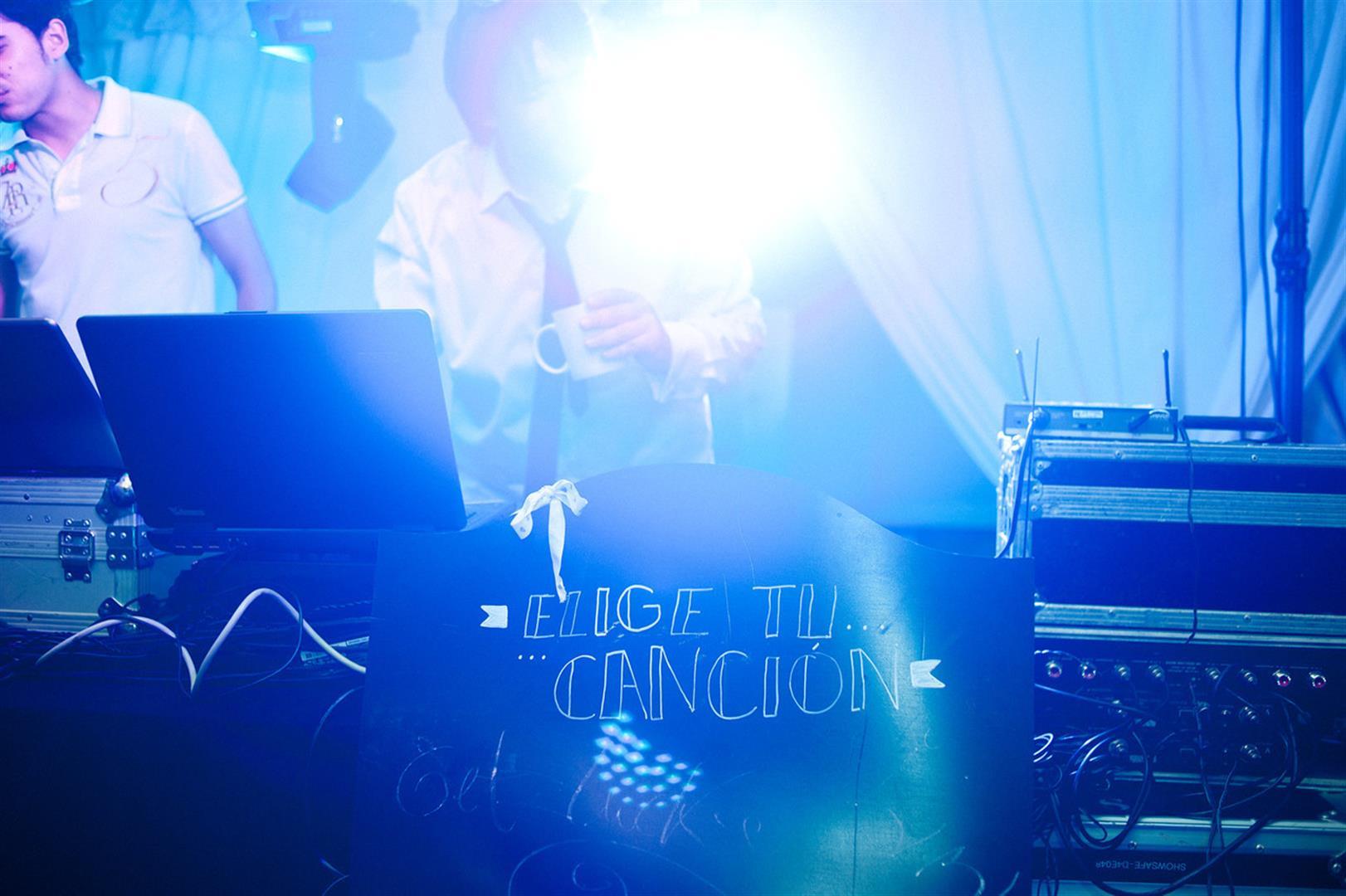 iluminacion con color para bodas (1)