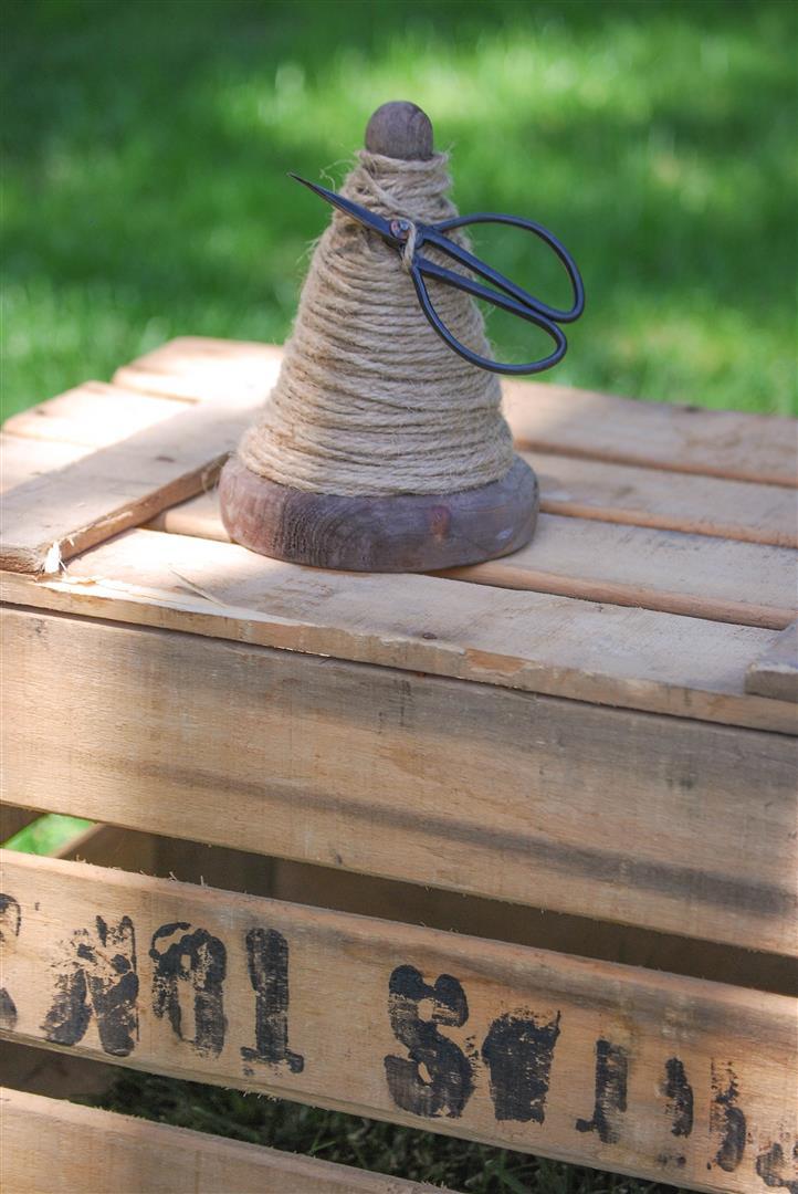 bobina-madera-cordon-cuerda-rustico-tijeras (4)