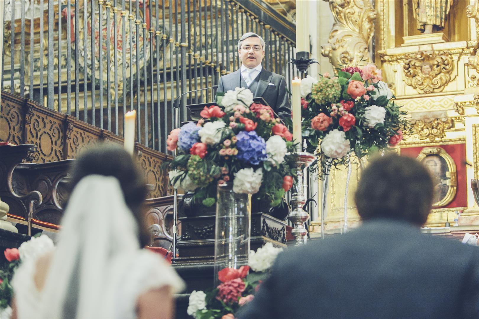 centros flores hortensias peonias iglesia