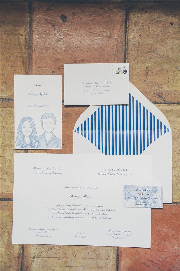 invitaciones arte papel sobre forrado azul marino