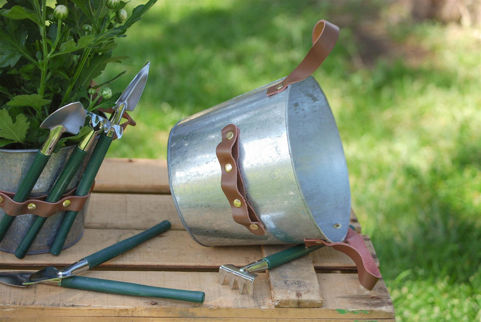 macetero-zinc-utensilios-pala-rastrillo (2)
