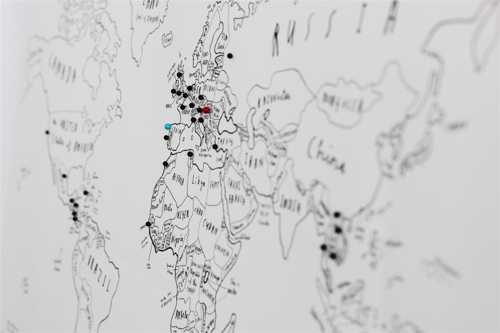 mapa-con-chinchetas