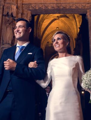 <br> <font size=5> Alba y Pedro </font><br><font size=6> La boda de la escalera de caracol </font>